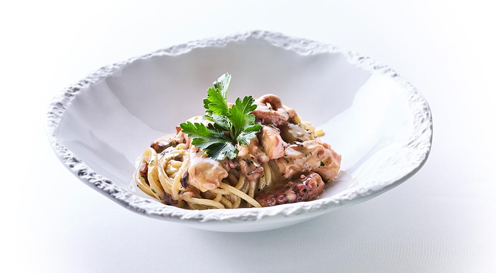 piatto spaghettoni con il polpo